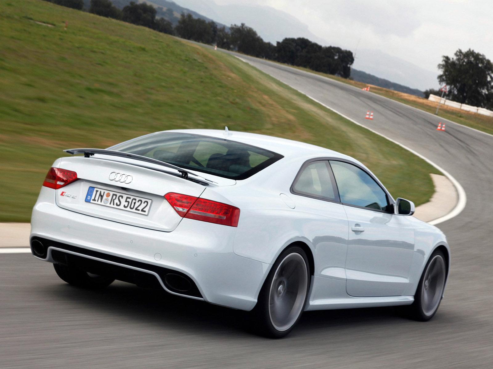 Audi (Ауди) RS5 2010-2012 г.