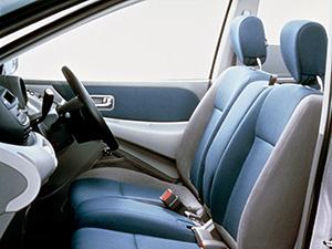 Nissan Tino 5 дв. минивэн Tino