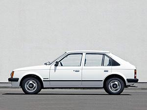 Opel Kadett 4 дв. хэтчбек (D)
