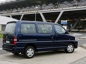 Toyota Hiace 4 дв. минивэн Hiace