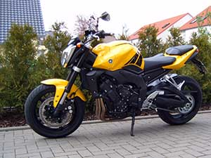 Yamaha FZ спортбайк 1