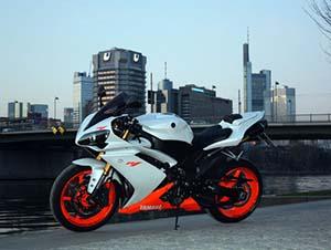 Yamaha R спортбайк R1
