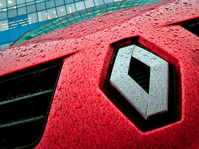 Renault приостановит работу своего предприятия в Москве