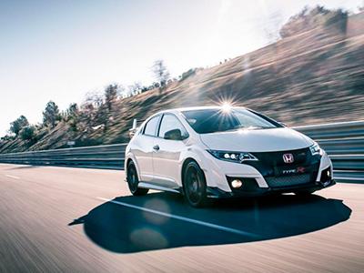 Горячий хэтчбек Honda Civic Type R 2015-ого года оснащен 310-сильным двигателем