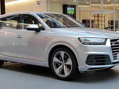 Автомобиль Audi Q7 приобрел новый цвет кузова